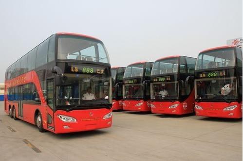 题,采用手绘工艺装饰的都市观光车,交运温馨巴士还要将车厢装饰